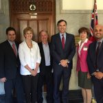 De gauche à droite : Pierre-Alexandre Blouin (ADA), Joyce Reynolds (Restaurants Canada), Gary Sands (CFIG), Bill Morneau (ministre des Finances du Canada), Tricia Anderson (CIPMA), Satinder Chera (ACDA).
