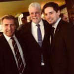 Pierre-Alexandre Blouin (à droite) en compagnie du Premier ministre Philippe Couillard et du député André Drolet.